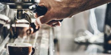 Όταν το ερμάριο του καφέ γίνεται πλέον ένα απαραίτητο εργαλείο στα χέρια του barista