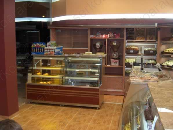 Αρτοποιείο με σύνολο βιτρινών και τμήματος καφέ στην Νέα Σμύρνη