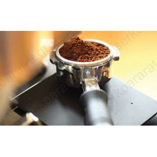 Καφετέριας εξοπλισμός 1 με ψυγείο πάγκο, ερμάριο, εσπρεσσομηχανή, συρτάρι καφέ, μύλο, φραπιέρα, λεμονοστίφτη και μπλέντερ.