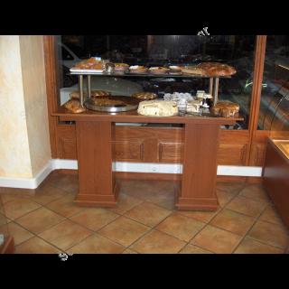 Τραπέζι εκθεμάτων με κολώνες & τζάμι 120X80X125