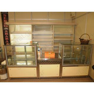 Εξοπλισμός πρατηρίου άρτου 6 με ψυχόμενη βιτρίνα, θερμαινόμενη βιτρίνα και πάγκο ταμείο παράδοσης