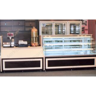 Εξοπλισμός ζαχαροπλαστείου 3 με ψυγείο, ταμείο παραδωτήριο, ζυγαριά, ερμάριο & ραφιέρα πλάτης